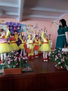 """La 30 martie micuții din clasa I-îi """"A"""" împreună cu învățătoarea lor Macovei Lilia au organizat """"Balul Boboceilor"""""""