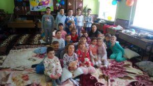 """La 7 martie profesaoara Macovei Lilia împreună cu elevii  din clasa I-îi """"A"""" a organizat  """"Petrecere în pijamale. """""""