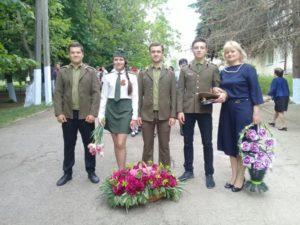 Elevii și profesorii Liceului Teoretic Grimăncăuți au comemorat astăzi eroii căzuți pe câmpul de luptă în cel e-Al Doilea Război Mondial